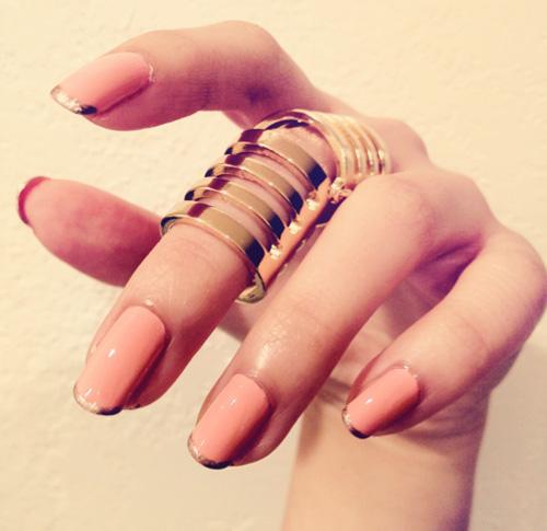 French manicure kolorowy koralowe zlote paznokcie