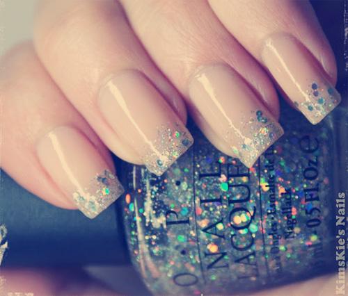 paznokcie ombre brokatowe french manicure