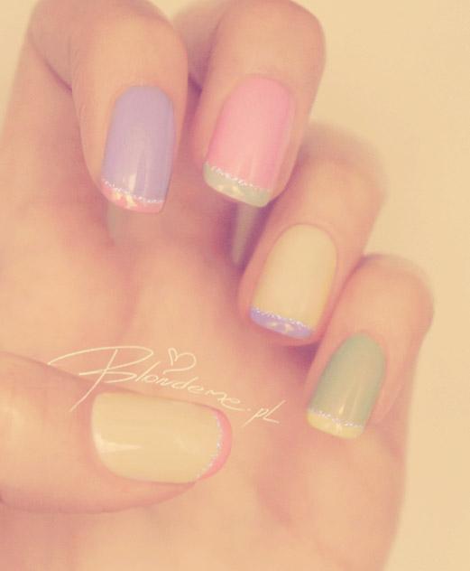 French manicure francuski kolorowe paznokcie