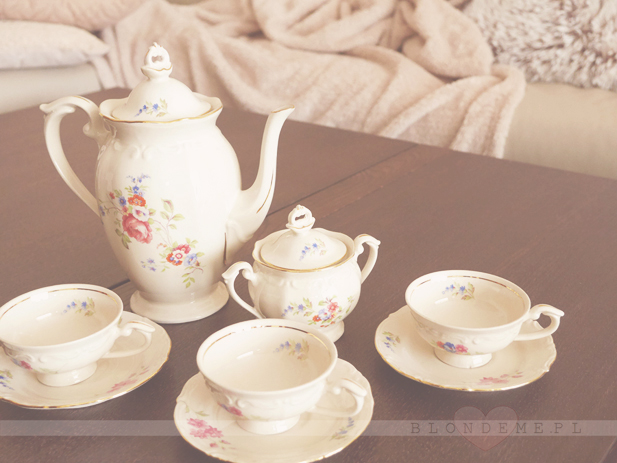 Porcelanowy zestaw do kawy vintage blog